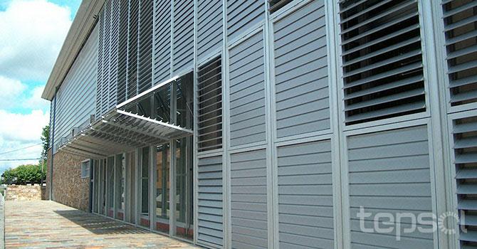 Arquitetura - Lamelas e Painéis para Fachadas - Lamelas Orientáveis